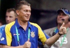 Януковичу подарили футболку с 12-м номером